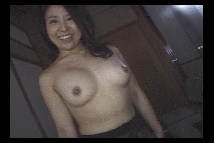 濡れマンコのスリムな人妻・卑猥なマンコに中出し 個人撮影